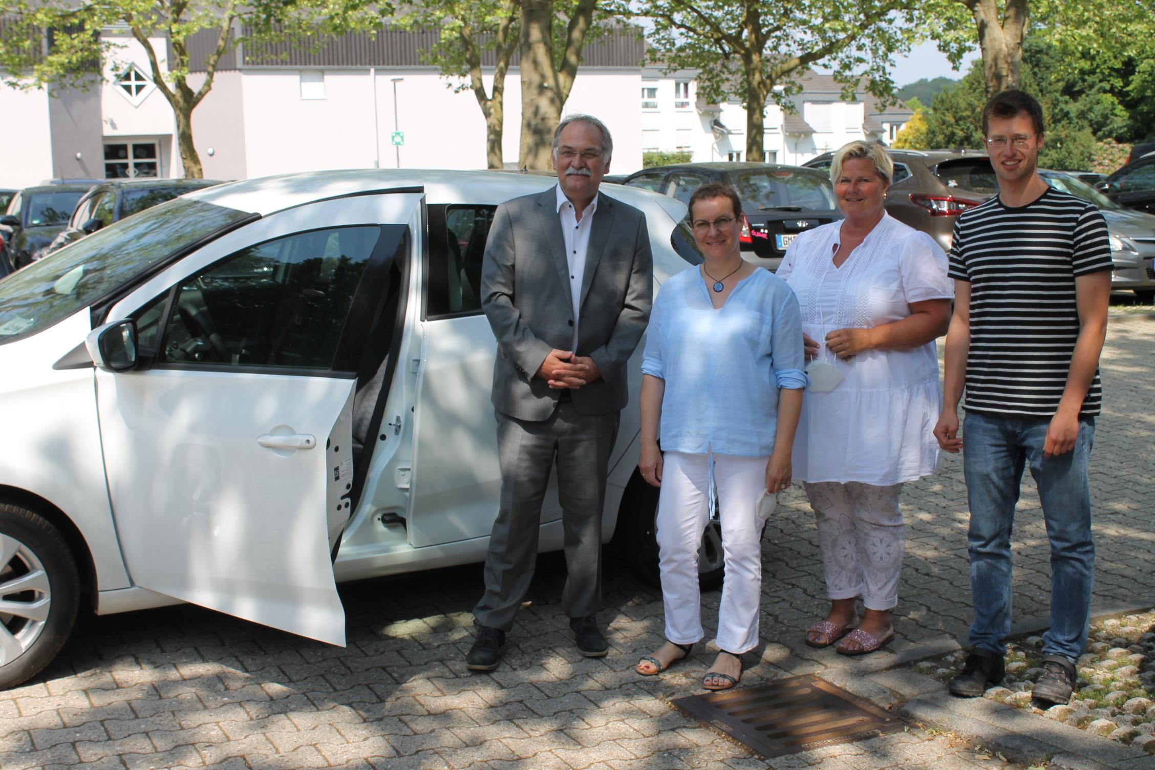 Start-Carsharing-15062021--6--v-l--Johannes-Mans-Sandra-Hilverkus-Anja-Gruchmann-und-Niklas-Lajewski--002-.JPG